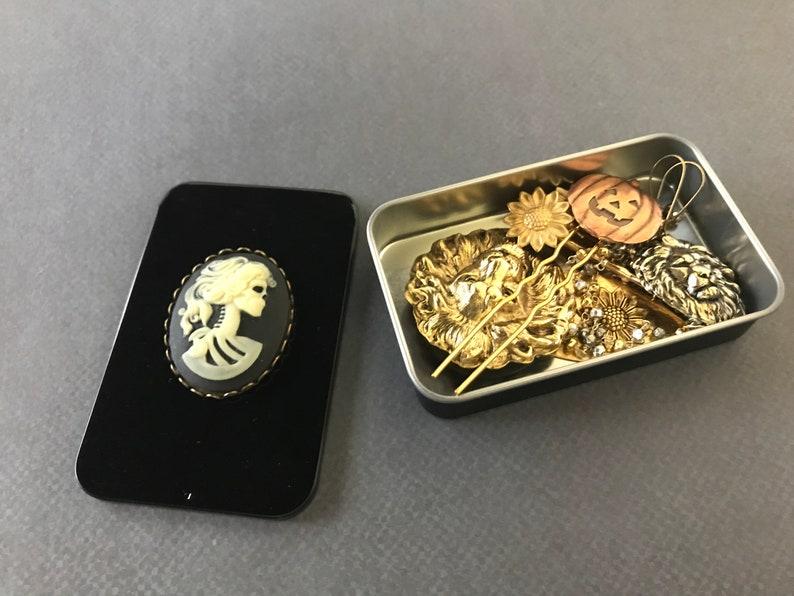 Halloween Gothic Lolita Tin Skeleton Trinket Tin Black Pill Box Unisex Gift Moo Card Holder Black Catch All Spooky Gift Box Coin Storage