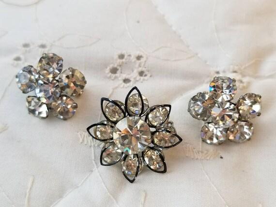 Vintage  silvertone wishbone rhinestone pin missing 1 rhinestone