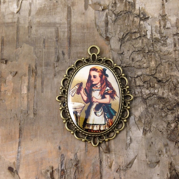 Alice in Wonderland pendant- The playing cards necklace- Painting the roses Red John Tenniel Bronze tone vintage style cameo