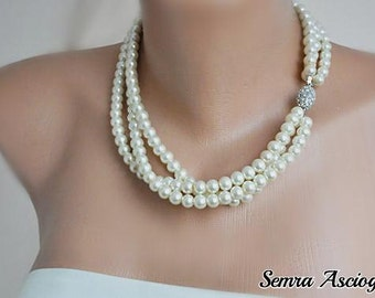 1950's Inspired Brides Ivory Pearl Necklace with rhinestone magnetic clasp