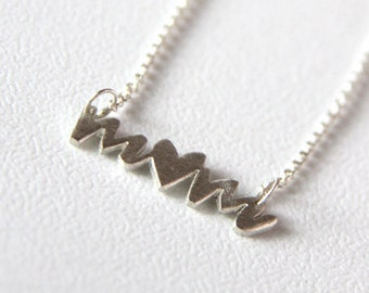 handwritten sterling silver mom with heart (READY TO MAIL) - necklace