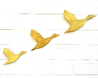 Three Flying Ducks Metallic Gold Finish Stoneware Ceramic Wall Art Set Modern Faux Taxidermy Home Decor Living Room Bathroom Kitchen Artwork