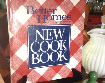 Vintage Better Homes and Gardens New Cookbook! Great Condition for age!