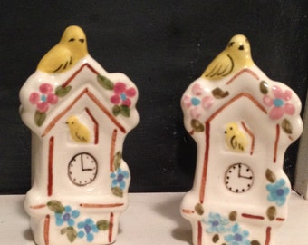 Super Cute Hand painted Vintage Birdhouse Salt and Pepper Shakers!