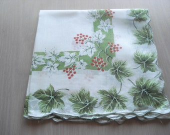Vintage Floral Hankie - Green Ivy & Red Berries - Scalloped Hem - #422
