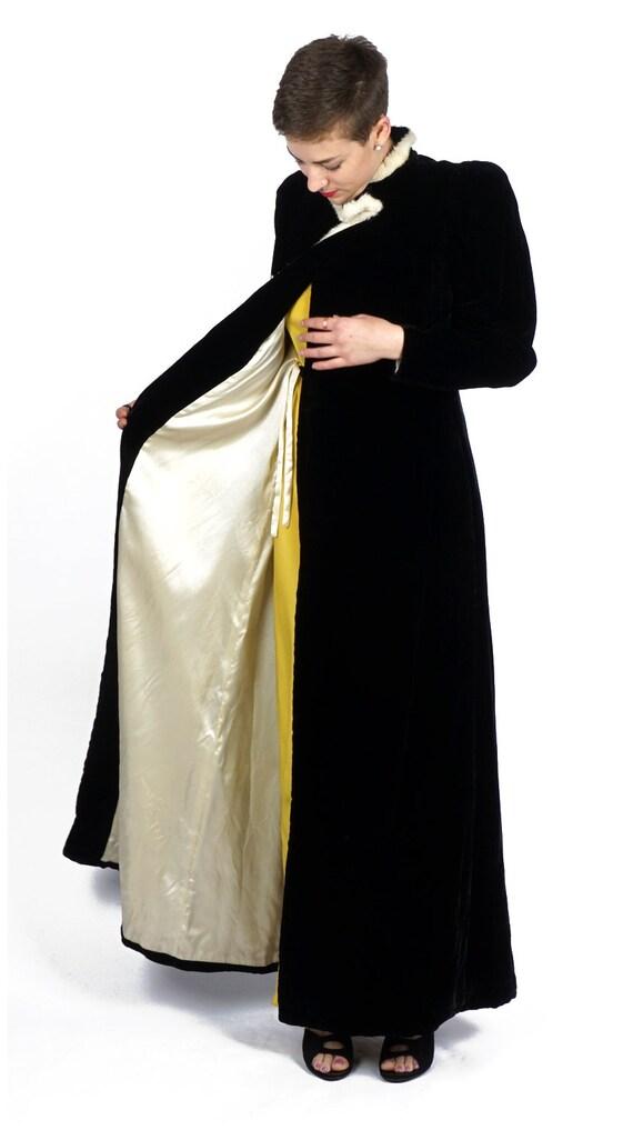 Vintage 1930s Black Velvet Evening Wrap Opera Coa… - image 6