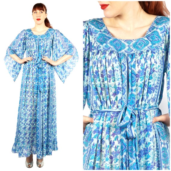 Vintage 60s/70s Blue Paisley Patterned 3/4 Bell An