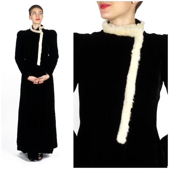 Vintage 1930s Black Velvet Evening Wrap Opera Coa… - image 1