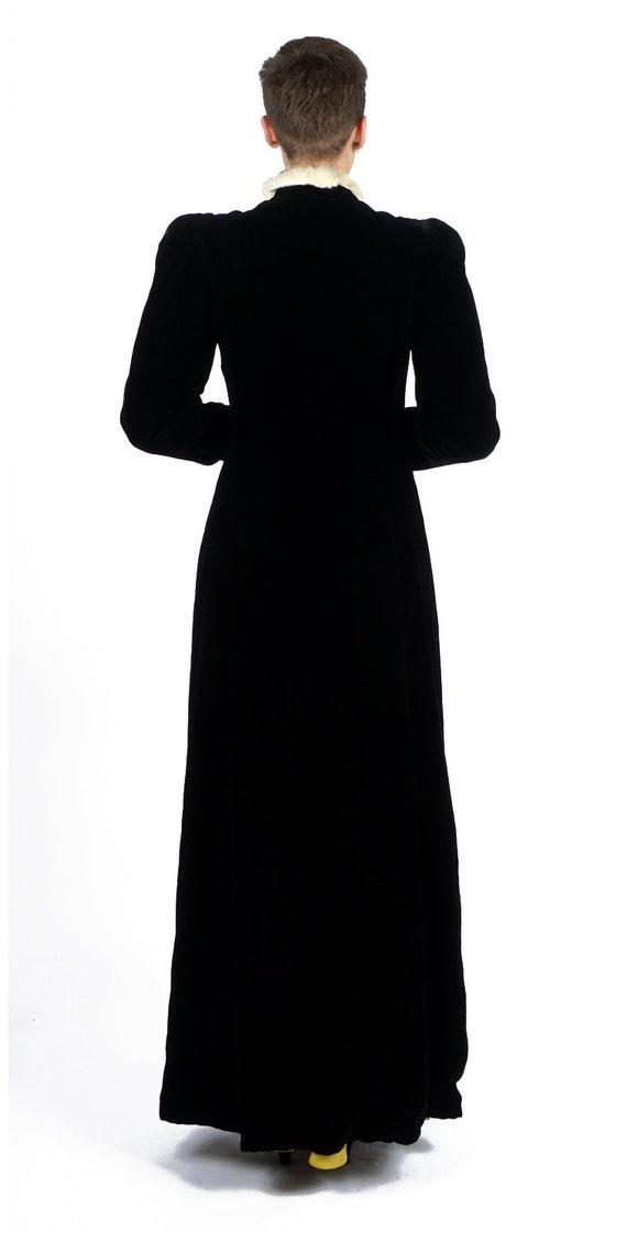 Vintage 1930s Black Velvet Evening Wrap Opera Coa… - image 4