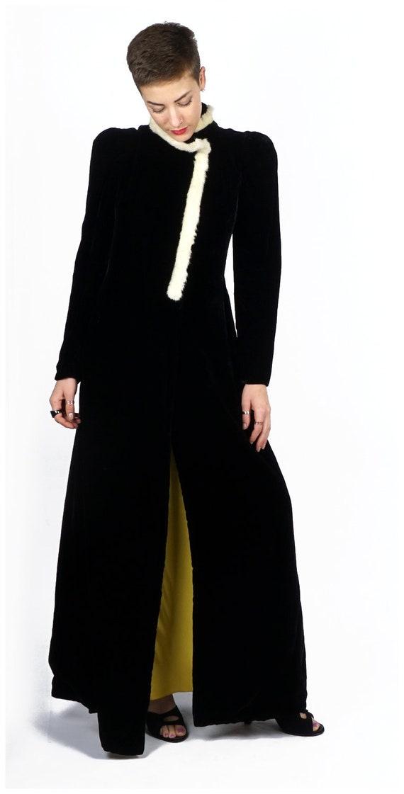Vintage 1930s Black Velvet Evening Wrap Opera Coa… - image 3