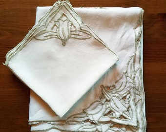 Madeira Style Cut Work Embroidered Linen Tablecloth Napkin Set - Ecru Linen - Tulip Embroidery - 7 piece - Cottagecore - Farmhouse - Country