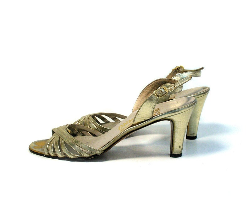 6b743aa6152 70s Gold Salvatore Ferragamo Heels 7.5AA Vintage Metallic