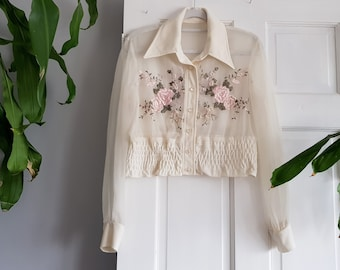 59cf06333f9f3 VINTAGE 1950s organza chiffon cropped shirt blouse with placement  embroidered flowers and shirred waist - UK size 8   US 4