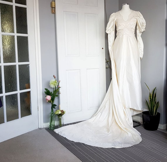 VINTAGE 1970s satin and lace wedding dress with ju