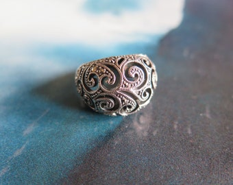 Vintage Sterling Silver Malachite Scroll Work Statement Ring size 9