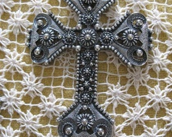 Vintage 70's Sarah Coventry Silver toned Cross Necklace