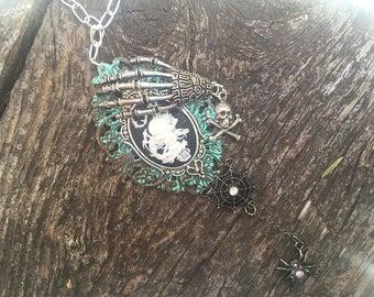 Fantasy & period jewelry