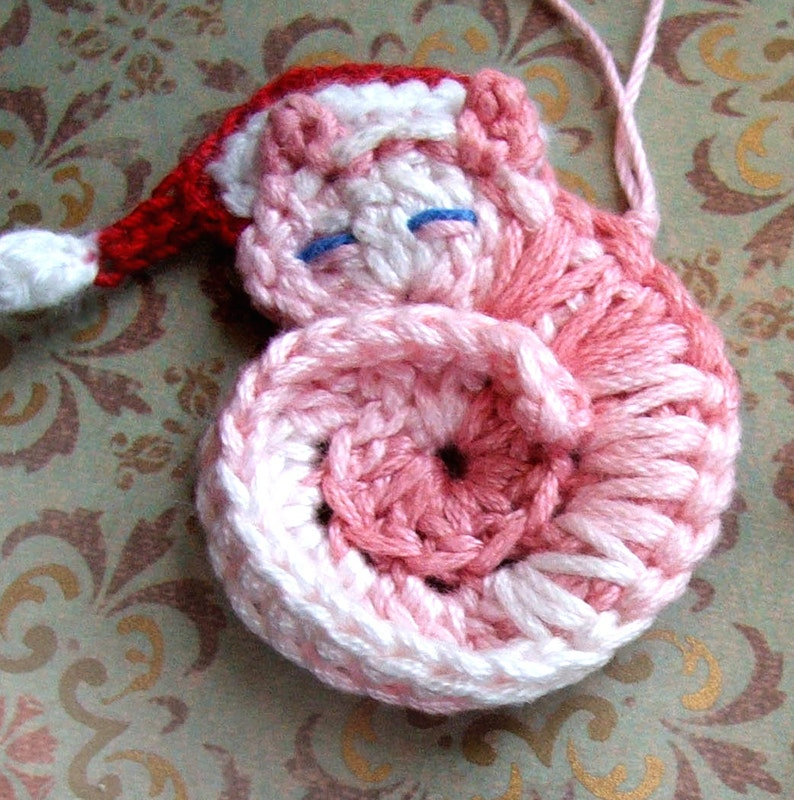 Susans Sleeping Kitty Crochet Ornament - Crocheted Cat Pattern: Susans Animal Appliqués