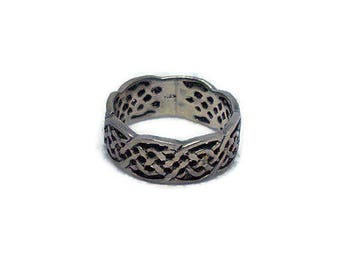 Sterling Silver Ring - Size 6 - Sterling Silver Detailed Band