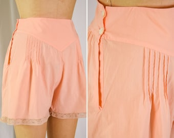 1940s Tap Pants   Pretty Pin-tucks   Vintage 40s Peach Washed Cotton and Lace Tap Pants Shorts Lingerie Underpinnings SZ L