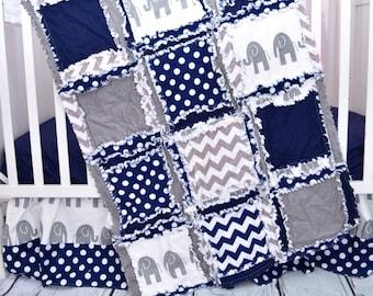 Éléphant Doudou lit taille Rag Quilt - literie - Safari Nursery lit Jungle literie - éléphant bébé couette literie pour garçon - berceau gris / bleu marine