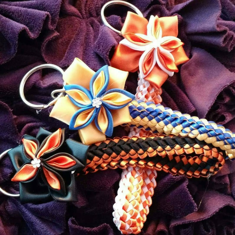 Double braid keychain with flower image 0