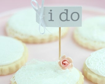 Cupcake Treat Toppers - I Do Tag and Bow style
