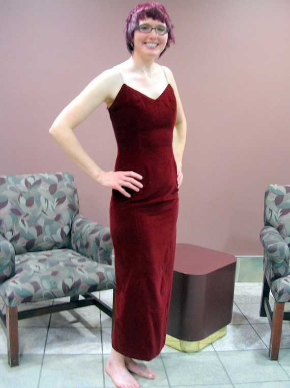 9e31bc20ce7 Red Velvet Prom Dress with Rhinestone Straps Modern Size 2 to