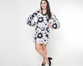 60s Trumpet Sleeve Black and White Graphic Flower Cotton Mini Dress S