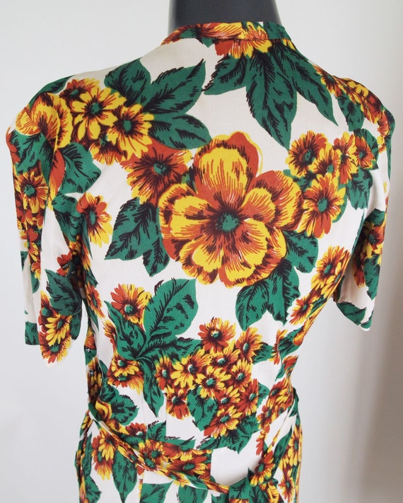 40s Yellow Flowered Rayon Jersey Knit Dress WWII-… - image 4