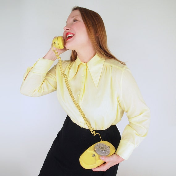 70s Yellow Blouse with Big Pointed Collar & Lots o