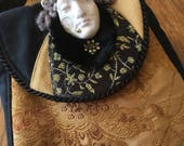 Tudor Maiden Round Purse ...
