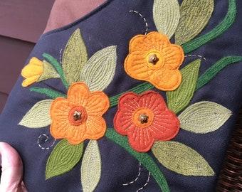 Large Zipper Top Floral Appliqué Scoop Front Purse With Adjustable Cross Body Strap