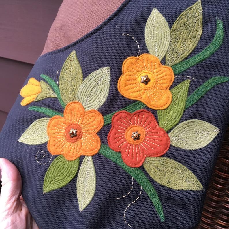 Large Zipper Top Floral Appliqué Scoop Front Purse With image 0