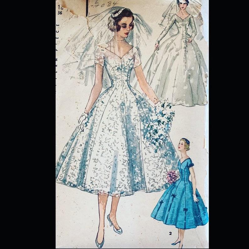 Vintage 50s Classic Ballet Length Lacy Wedding Dress Gown Veil image 0