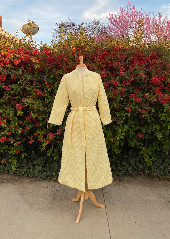 1950s Quilted Robe With Floral Embroidery