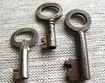 vintage keys cool old skeleton keys