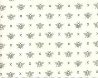Garden Variety (5073 11) Cloud Queen Bee by Lella Boutique - Fat Quarter