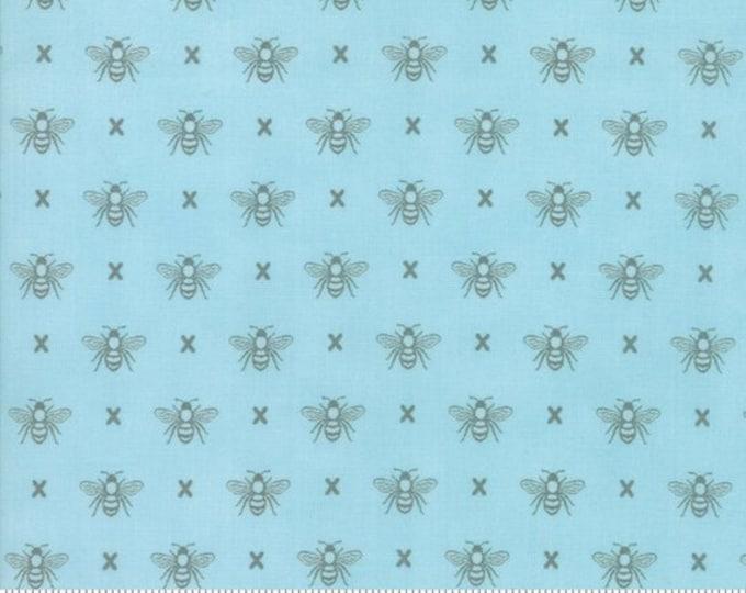 Garden Variety (5073 13)  Blue Sky Queen Bee by Lella Boutique