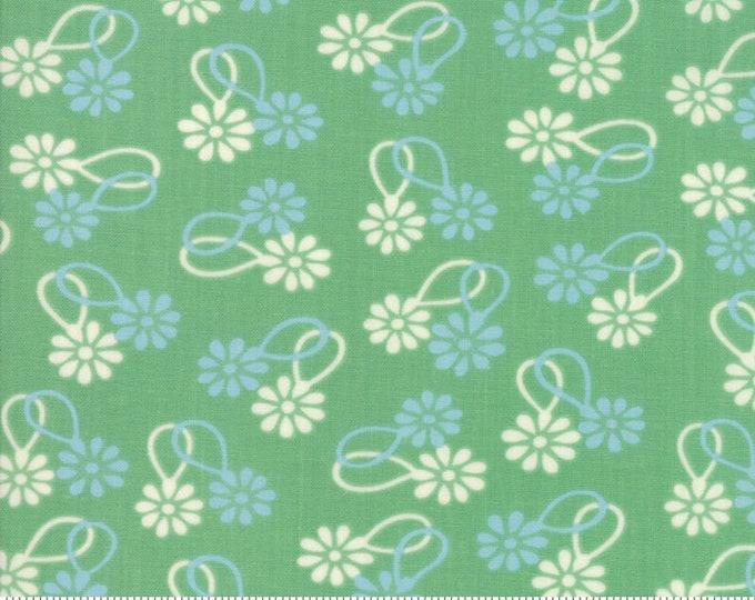 Cheeky Stem Daisy Chain by Urban Chiks for Moda Fabrics (31141 15)