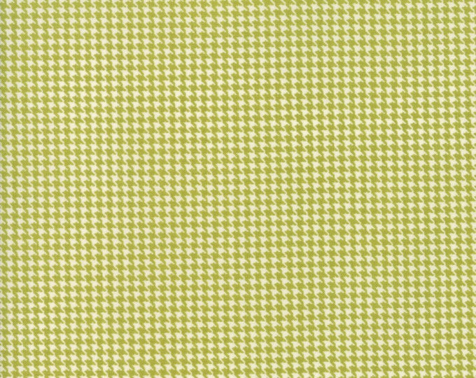 Authentic Etc (5672 13) Green Hounds Tooth by Sweetwater - 1/4 yard