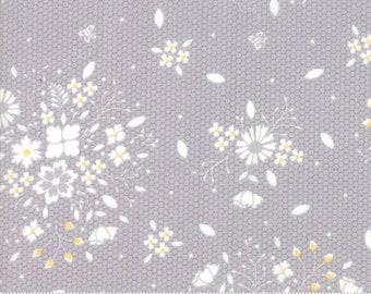 Sugarcreek Grey Laceflower by Corey Yoder (Little Miss Shabby) for Moda (29071 21)