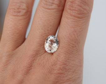 5ct oval champagne sapphire. Loose sapphire. Sapphire for engagement ring. Light peach sapphire.