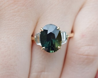 Green Sapphire Engagement Ring. Color change sapphire ring. Yellow gold engagement ring. Ices ring oval ring Sapphire ring by Eidelprecious