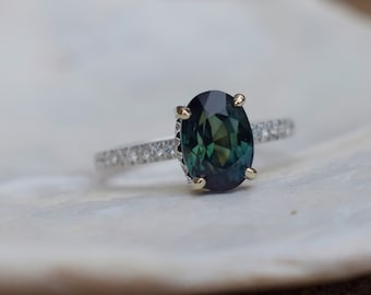 Fall/Winter mood sapphire ring. Green Sapphire Ring. Sapphire engagement ring. Oval Green sapphire Ring. 14k white gold Eidelprecious