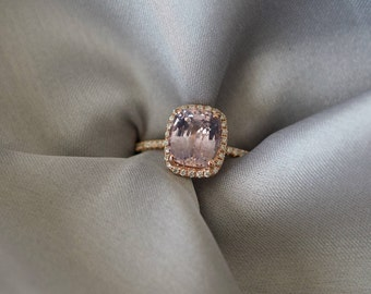 Mauve Moody Sapphire Ring. 1.9ct Color change sapphire ring. Rose gold engagement ring Cushion ring Sapphire ring by Eidelprecious