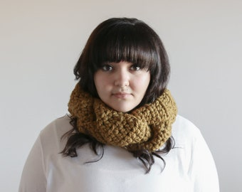Chunky Cowl Braided Warmer, Chunky Cowl Scarf, Womens Cowl, Infinity Scarf, Gift for Her, Chunky Infinity Scarf, Gift for Woman, Snapdragon