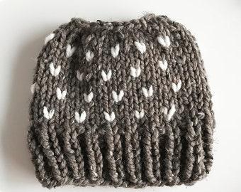 Messy Bun Hat, Chunky Ponytail Hat, Barley Brown Cream, Knit Bun Hat, Knit Ponytail Hat, Messy Bun Beanie, Topknot Hat, Ponytail Beanie