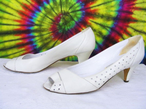 a616cabfacb 8-8.5 vintage 80 s Evan Picone white leather peep-toe