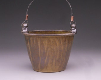 Counter Top Basket with Wire Handle